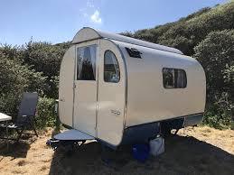 Comment nettoyer les panneaux solaires de mon camping car?