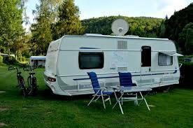 Peut-on dormir dans un camping car roulant ?